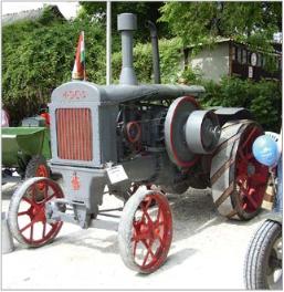 Csatári Sándor HSCS 30-32 típusú veterán traktora