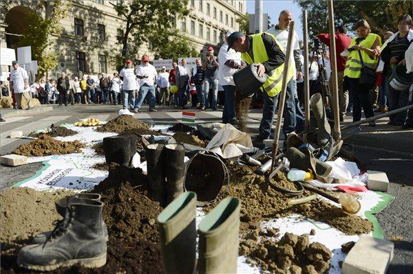 Békésen zajlott a keddi demonstráció. Fotó: Kovács Tamás (MTI)