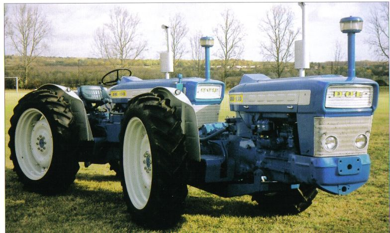 3. Az unortodox traktor - a Doe Triple-D az egyik legkülönlegesebb konstrukció amire ekét akasztottak. Az 1950-es években Angliában híján voltak az erős traktoroknak, ezért George Pryor ezzel az érdekes megoldással állt elő. Két Fordson traktort épített össze, így egy összkerékhajtású, összkerék-kormányzású gépet kapott, ami teljesítményben túlszárnyalta a riválisokat. Persze két motor, két váltó javítása nem túl kifizetődő, ezért kihalt ez a furcsaság.
