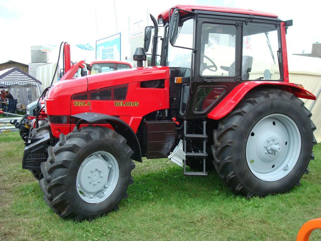 Az MTZ (Belarus) 1221-es traktor az első komolyabb erőgép az MTZ palettáján