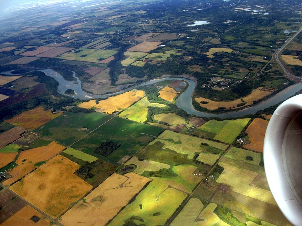 A folyók mentén folytatott mezőgazdasági tevékenységgel nem megfelelőodafigyelés esetén akár óriási károkat is lehet okozni az ivóvízkészletekben