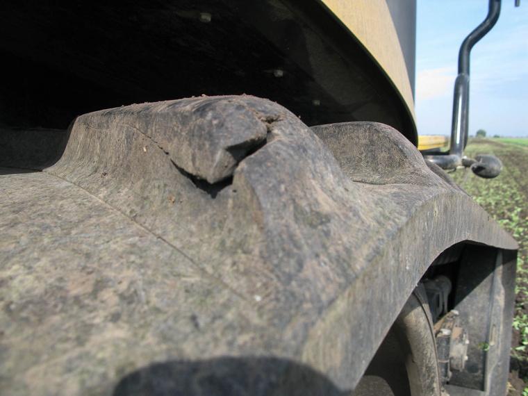 Bármilyen furcsa, a gumiheveder is kaphat defektet
