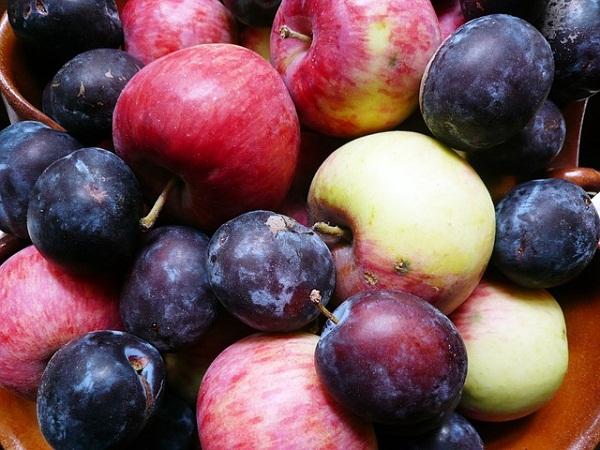 A szilva ára stagnált, míg az alma olcsóbb lett néhány forinttal