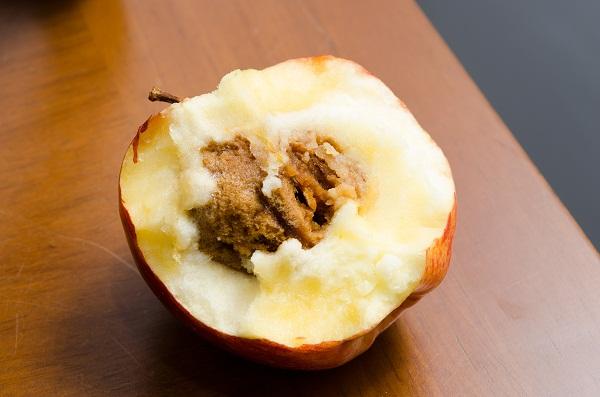 Az új találmány segítségével elkerülhető, hogy ilyen gyümölcs kerüljön az asztalra (Fotó: filantropikum.com)