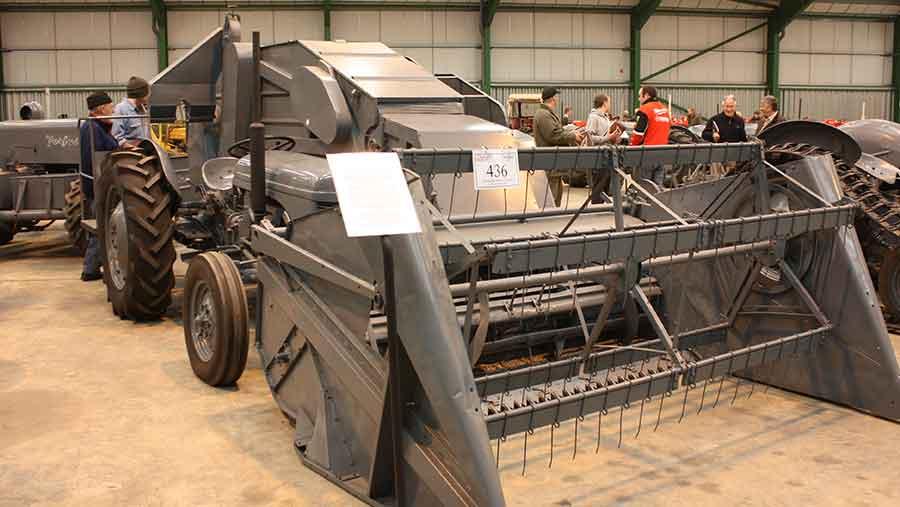 """Ezt a """"kombájntraktort"""" 8600 fontért vették meg."""
