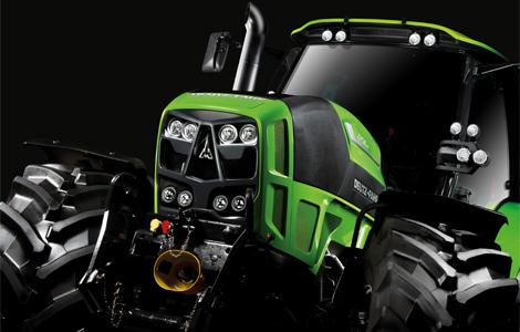 A Deutz-Fahr először képviseltette magát a traktorelit élén. Nem is akármilyen erőgéppel! Az Agroton 7250 Ttv egy igazán kényelmes, innovatív traktor, rendkívül modern vezetőfülkével, beépített GPS-szel és botkormánnyal.