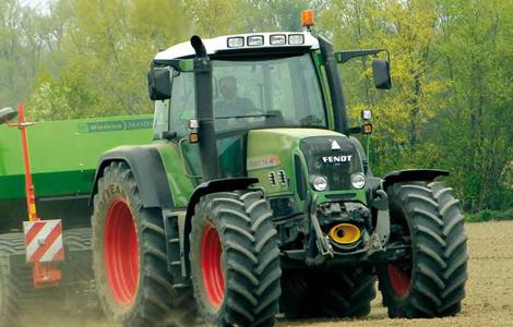 Újra egy Fendt Vario a világ tetején! A Fendt Favorit 700 Vario az 1998-as Év traktora továbbfejlesztett változata nagyobb teljesítménnyel és kifinomultabb eszközökkel.