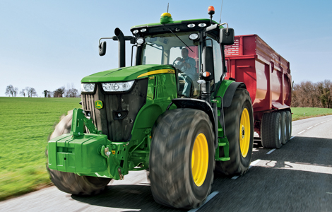 5 évig vártak a John Deere rajongók,hogy újra egy zöld traktor zsebelje be az év traktora címet. A 7280 R jelzésű traktornak sikerült felérnie a csúcsra, különlegessége, hogy 50 km/h a legmagasabb sebesség, melyet el tud érni.