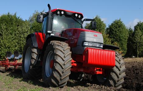 McCormick? Sokan felkapták a fejüket, amikor meghallották, hogy a McCormick Xtx 215 lett 2006-ban az Év traktora. Mindössze 190 lóerős volt az erőgép, de megbízhatósága és sokoldalúsága miatt megérdemelt volt a díj elnyerése.