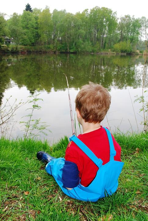Irány a tópartra iskolaidően? Ha gyakorlati oktatás is lesz, akkor még ez is megtörténhet.