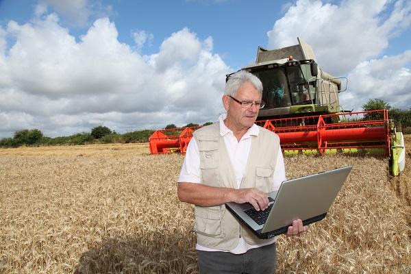A számítógépek manapság nagyban segítik a gazdák munkáját is