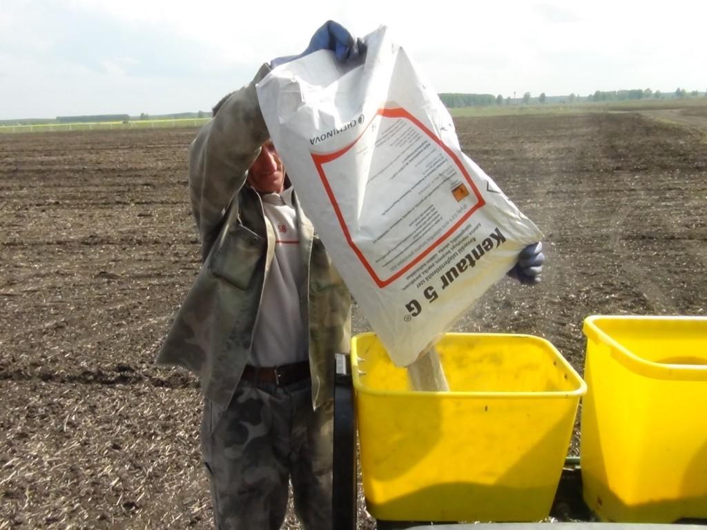 2. ábra A Kentaur 5 G rovarölő talajfertőtlenítő készítmény mikrogranulátum-szóróval juttatható ki
