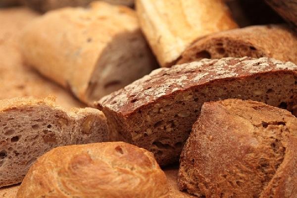Nem lesz több házi kenyér a boltok polcain, de több kenyérfajta beltartalma is változik