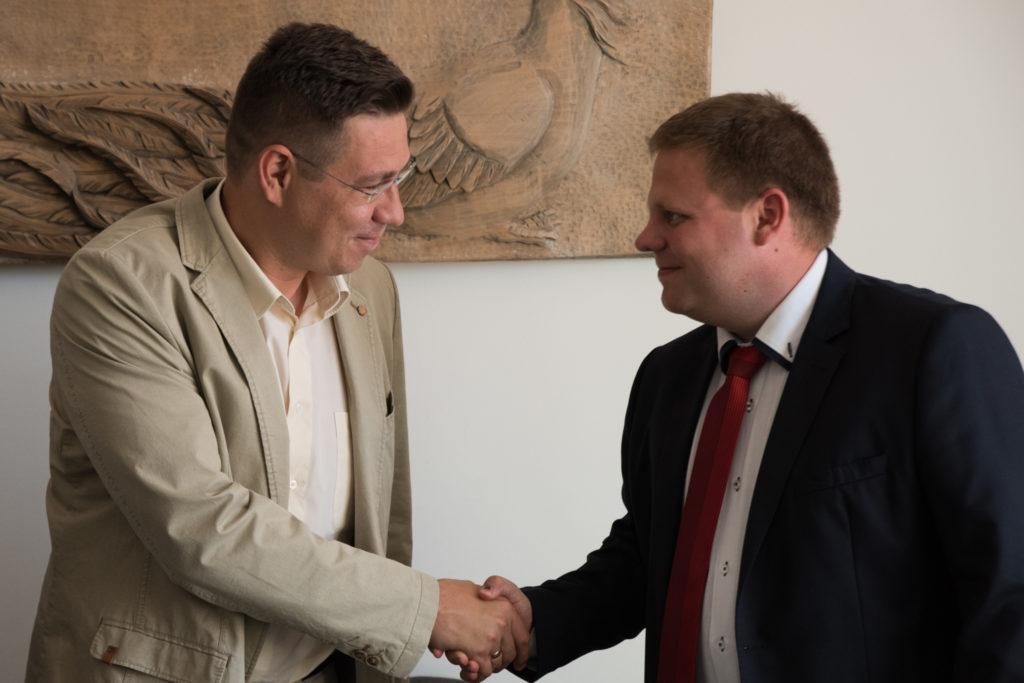 Szabó Levente a KITE Zrt. vezérigazgatója és Speiser Gábor a Videokontroll kereskedelmi vezetője