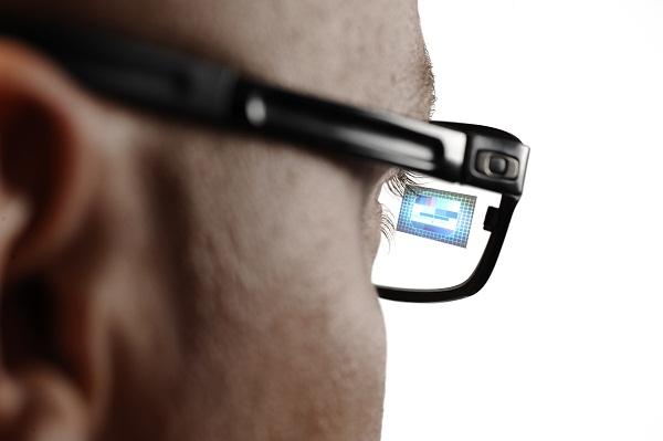 A gépgyártásban nagy sikert aratott az okosszemüveg (Fotó: computerworld.hu)