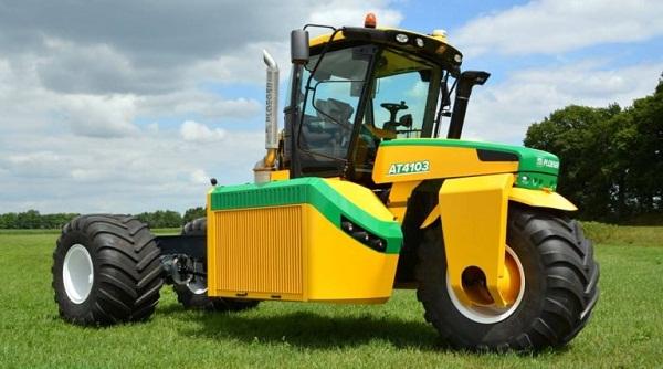 Bizarr látványt nyújt a három kerekű traktor (Fotó: agriland.ie)