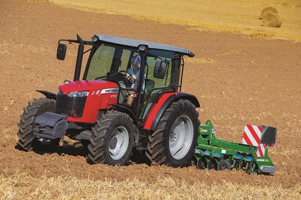 A Massey Ferguson MF 4700 akár 95 lóerő leadására is képes (Fotó: ikrgepker.hu)