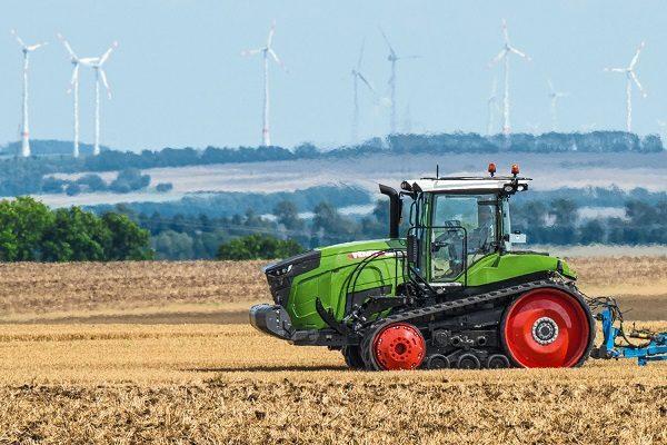 Az új Fendt 900 Vario MT hevederes traktor akcióban - fotó: Axiál sajtóanyag