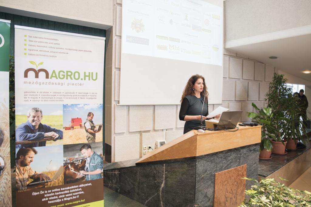 Az eseményt Bóné Tímea, a Magro.hu alapítója és a konferenciasorozat főszervezője nyitotta meg