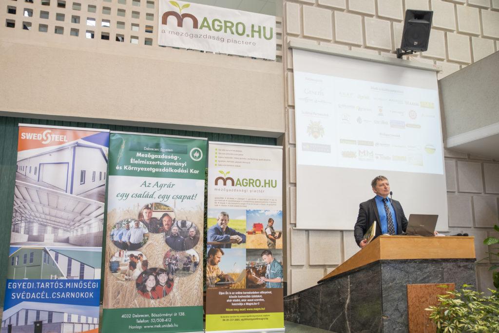 Dr. Komlósi István, a Debreceni Egyetem Mezőgazdaság-, Élelmiszertudományi és Környezetgazdálkodási Karának dékánja büszke volt, hogy a rendezvény az agrároktatás fellegvárában kapott helyet