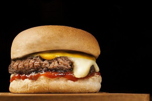 A magyarországi McDonald's szerint nem kerül antibiotikum a nekik beszállított húsokba - kivéve a beteg állatokat