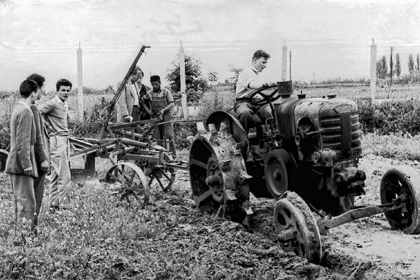 Ilyen volt a debreceni agrárképzés 1959-ben:szántási gyakorlatForrás: www.unideb.hu