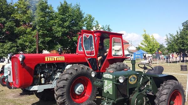 A kicsiknek és nagyoknak is remek kikapcsolódást kínál a 9. Öreg Traktorok Találkozója Zalában