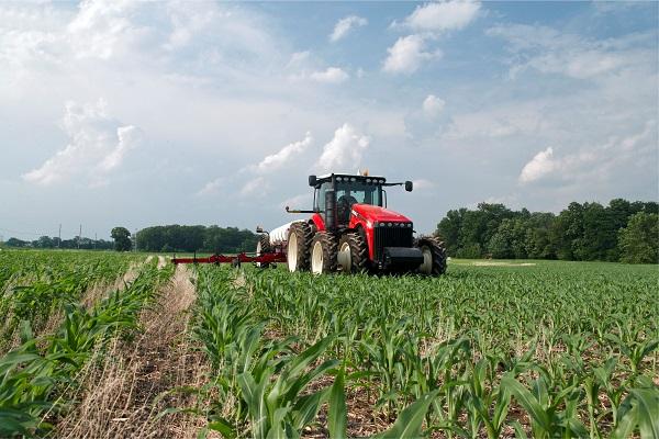 Az orosz traktorok hatalmas mennyiségben jönnek ki a gyárakból - képünkön a VERSATILE 260-320 - forrás: https://rostselmash.com/