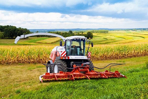 Más mezőgépek is készülnek az orosz traktorok mellett - képünkön az RSM F 2650 önjáró silózó - forrás: https://rostselmash.com/