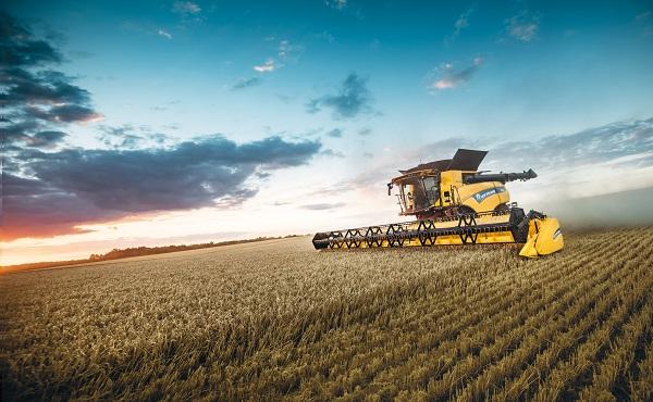 A New Holland CR10.90 kombájn munka közben - Fotó: Agrotec Magyarország