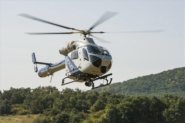 Helikopteres parlagfű-felderítés Heves megyében (MTI Fotó: Komka Péter)