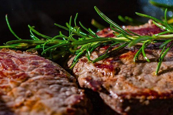 A vega steak növényből van, de húsíze van - a képünk illusztráció, valódi hús