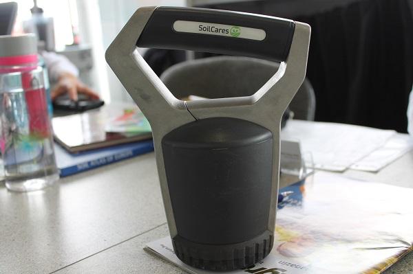 A SoilCares talajszkenner használatával megoldható a gyors, részletes, helyszíni talajvizsgálat és elemzés