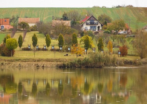 Ilyen környezet várja a vidéken letelepedni vágyókat Alsómocsolád községben - fotó: Varsányi Szilárd - Village Soul
