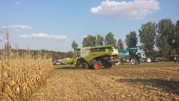 Tápfolyadékok segítségével valósítanák meg 8 napon belül a vetést és a betakarítást - képünkön egy Claas Lexion 760 típusú arató-cséplőgép