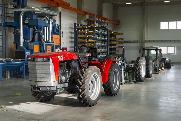A Dutra után újra magyar traktor készül, ezúttal Jánoshalma határában - a terv, hogy idén 10 darabot készítsenek belőle