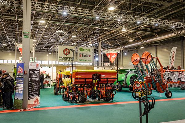 A Lakkos Kft. a rendkívül sikeres Hattat traktorokon kívül további gépeket is kiállított - Fotó: Adam's Photovision