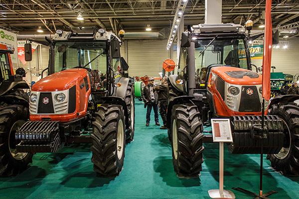 Hattat traktorok a Lakkos Kft. standján a 2019-es AGROmashEXPO rendezvényen - Fotó: Adam's Photovision
