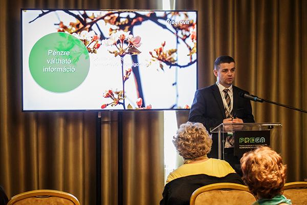"""Okner Péter, az AgroVIR Kft. magyarországi cégvezetője tart előadást a """"Pénzre váltható információ a kertészeti termelésben"""" címmel - Fotó: Adam's Photovision"""