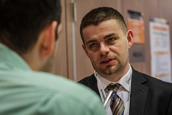 Okner Péter, az AgroVIR Kft. magyarországi cégvezetője válaszolt a Magro.hu kérdéseire a precíziós gazdaságról szóló konferencián tartott előadását követően - Fotó: Adam's Photovision