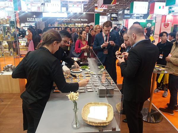 Bor, liba- és kacsahús volt a FOODEX Japan Nemzetközi Élelmiszer és Ital Szakkiállítás magyar standjának slágere