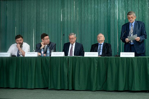 A Debreceni Egyetem professzora, Jávor András szerint az egyik legnagyobb probléma a vízhiány - fotó: www.unideb.hu
