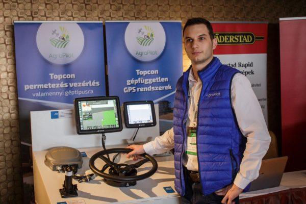 Az Agropilot Kft. ügyvezetője, Karpjuk György mesélt arról, hogyan érdemes használni a munkagépvezérléseket a helyspecifikus gazdálkodásban - kép: Adam's Photovision