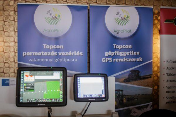 Az Agropilot Kft. többféle terméket kínál, ezek közül a Topcon univerzális terminálja egyben kezeli az adatokat és egyszerűsíti a rendszer vezérlését - Fotó: Adam's Photovision