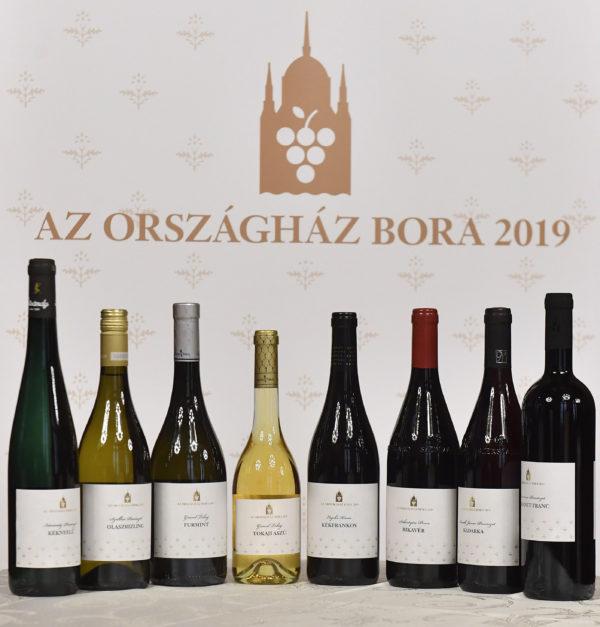 A nyertes borok az Országház Bora pályázat eredményhirdetésén az Országház Vadásztermében 2019. június 14-én. Harmadik alkalommal választották meg Az Országház Borait; a pályázaton nyertes nyolc tétel az Országház fontosabb eseményein képviseli majd Magyarországot.  Fotó: MTI/Máthé Zoltán