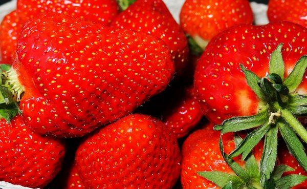 A hagyományos módon termesztett szamócán huszonkétféle különböző vegyszert mutattak ki (Fotó: Pixabay, moritz320)