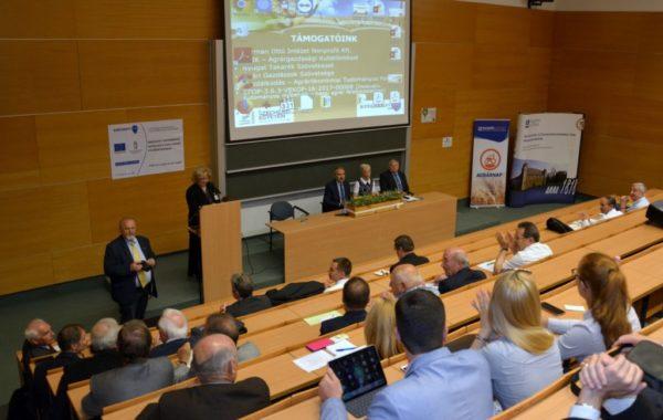 A gabonavertikum versenyképesség itthon és a világban elnevezésű konferencián a gabonatermesztés nehézségeiről és kihívásairól tanácskoztak a szakemberek - fotó: Agrárminisztérium