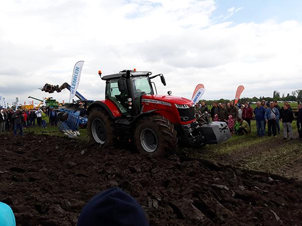 Akcióban a Massey Ferguson traktorok legerősebbike: a 8740 S típus Mezőfalván