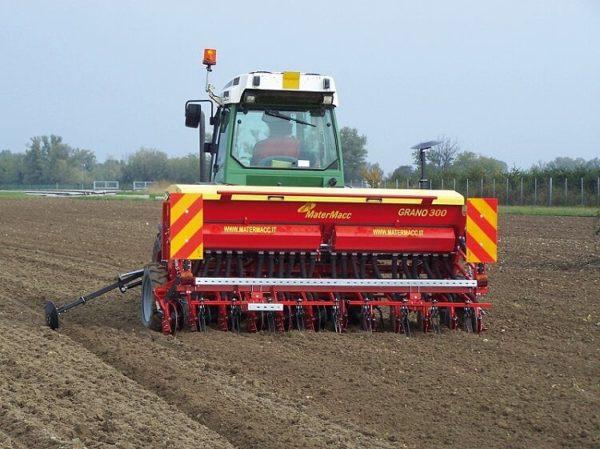 A MaterMacc GRANO gabona, repce, szója, lucerna és más takarmánynövények vetésére alkalmas