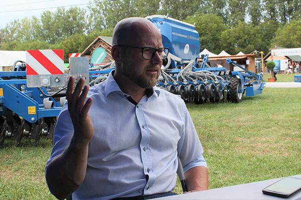 Jens Michels, a Köckerling magyarországi értékesítési vezetője beszélt a szántás nélküli talajművelés eszközeiről a 2019-es Szentlőrinci Gazdanapokon